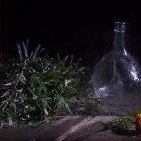 Натюрморт с бутылкой и листьями облепихи. :: Оксана Евкодимова