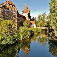 Лауф  на  Пегнитце  . Замок и теперь монументально смотрится на берегу реки :: backareva.irina Бакарева