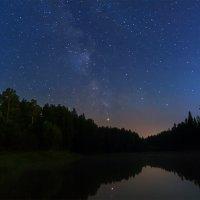 Ночь над озером :: Сергей Добрыднев