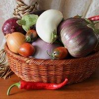 Баклажаны с овощами в корзине :: Надежд@ Шавенкова