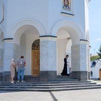 У Храма :: Валерий Михмель