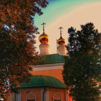 Вечернего солнца лучи золотят купола... :: Леонид Абросимов