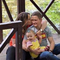 Всё, что нужно ребёнку для счастья - это мама и папа. :: Татьяна Помогалова