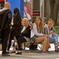 На трамвайной остановке. :: barsuk lesnoi