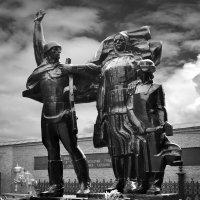 Памятник героям фронта и тыла… :: Станислав Иншаков