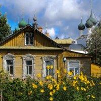 дом построили совсем рядом с Ростовским Кремлом :: Георгий