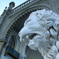Дворцовые львы* :: Юлия Грозенко