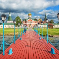 Пристань у монастыря :: Юлия Батурина