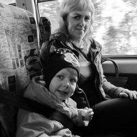 Соня первый раз едет в автобусе :: Светлана Рябова-Шатунова