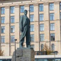 памятник Маяковскому. :: Пётр Беркун