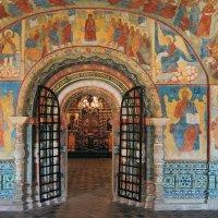 Торжественно-нарядный интерьер, фрагмент, церковь Ильи Пророка в Ярославле :: Николай Белавин