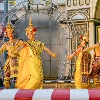 Пхукет, на площадке театра слонов :: Виктор Куприянов