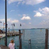 Причал катеров в Сирмионе,Италия. Панорама. :: Лира Цафф
