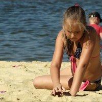 Просто девочка играющая в песок... :: Anatol Livtsov