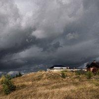 Небо суровое горбится тучами. :: Сергей l