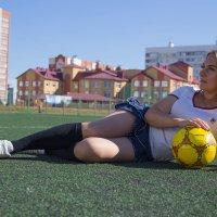 С мячом на поле :: Роман Мишур