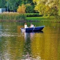 Двое в лодке и осень... :: Sergey Gordoff