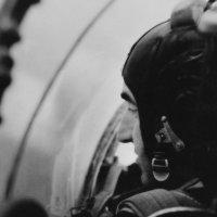 Пилот в кабине спарки :: Юрий Велицкий
