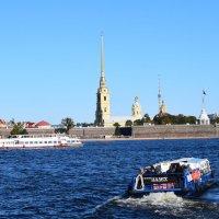 Санкт- Петербург... В последний день сентября  навигация по Неве продолжается.... :: Galina Leskova