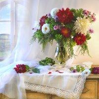 Последние цветы согрели душу светом... :: Валентина Колова