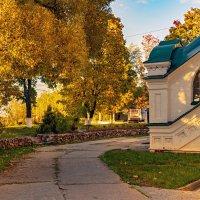 Осень у храма :: Владимир Ефимов