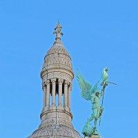 архангел Михаил в доспехах, поражающий копьем змея на крыше базилики :: ИРЭН@ .