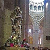 Серебряная статуя Мадонны с младенцем. :: ИРЭН@ .
