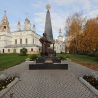Памятник Хабарову Ерофею Павловичу в Великом Устюге. :: Андрей Дурапов