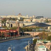 Кремлевская набережная и парк Зарядье... :: Наташа *****