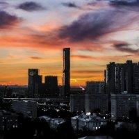 закат на Красной Пресне :: Георгий