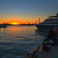 Рыбалка на закате :: M Marikfoto