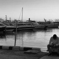 Одиночество в порту :: M Marikfoto