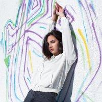 Красивая девушка на фоне стены с граффити :: Lenar Abdrakhmanov