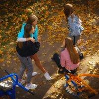 Девчонки-студентки бахвалятся своими похождениями :: Глeб ПЛATOB