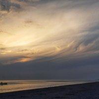 Вечерняя рыбалка на Черном море :: Александр Довгий