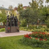 Памятник Царской семье :: Галина Новинская