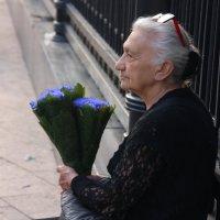 Цветочница. :: Александр Бабаев