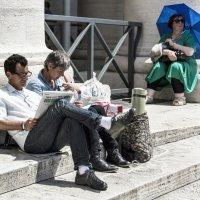 Ожидание(возле храма Петра и Павла в Ватикане) :: Евгений Дубинский