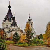 Осень-краса . Свято-Тихоновский храм , Кострома :: Святец Вячеслав