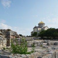 Вид на Владимирский собор с развалин Херсонеса :: Наталья Покацкая