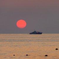 Проплывая мимо солнца :: Татьяна Лобанова