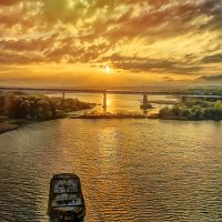 Закатное небо из окна вагона :: Виктор Заморков