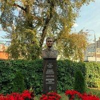 Памятник во дворе одной из московских кадетских школ :: Елена