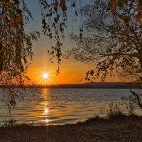 .                    Лучи солнышка высоко отразили в небе свет и рассыпались далеко ... :: Виктор Малород