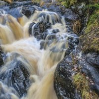 водопад найдёт себе дорогу где сможет :: Георгий А