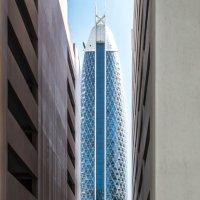 резкая узкая улица в Дубае :: Георгий А