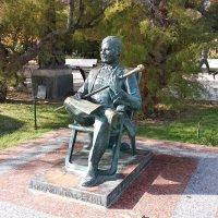Ялта-Памятник М.Пуговкину :: Александр Костьянов