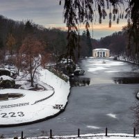Софиевский парк. Павильон Флоры. Первый снег... :: serg_ grit