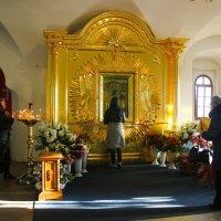Икона Пресвятой Богородице «Тихвинская»  В Церкви Покрова Пресвятой Богородицы :: Сергей Кочнев