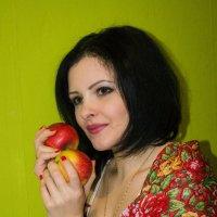 с яблоками :: Владимир Науменко